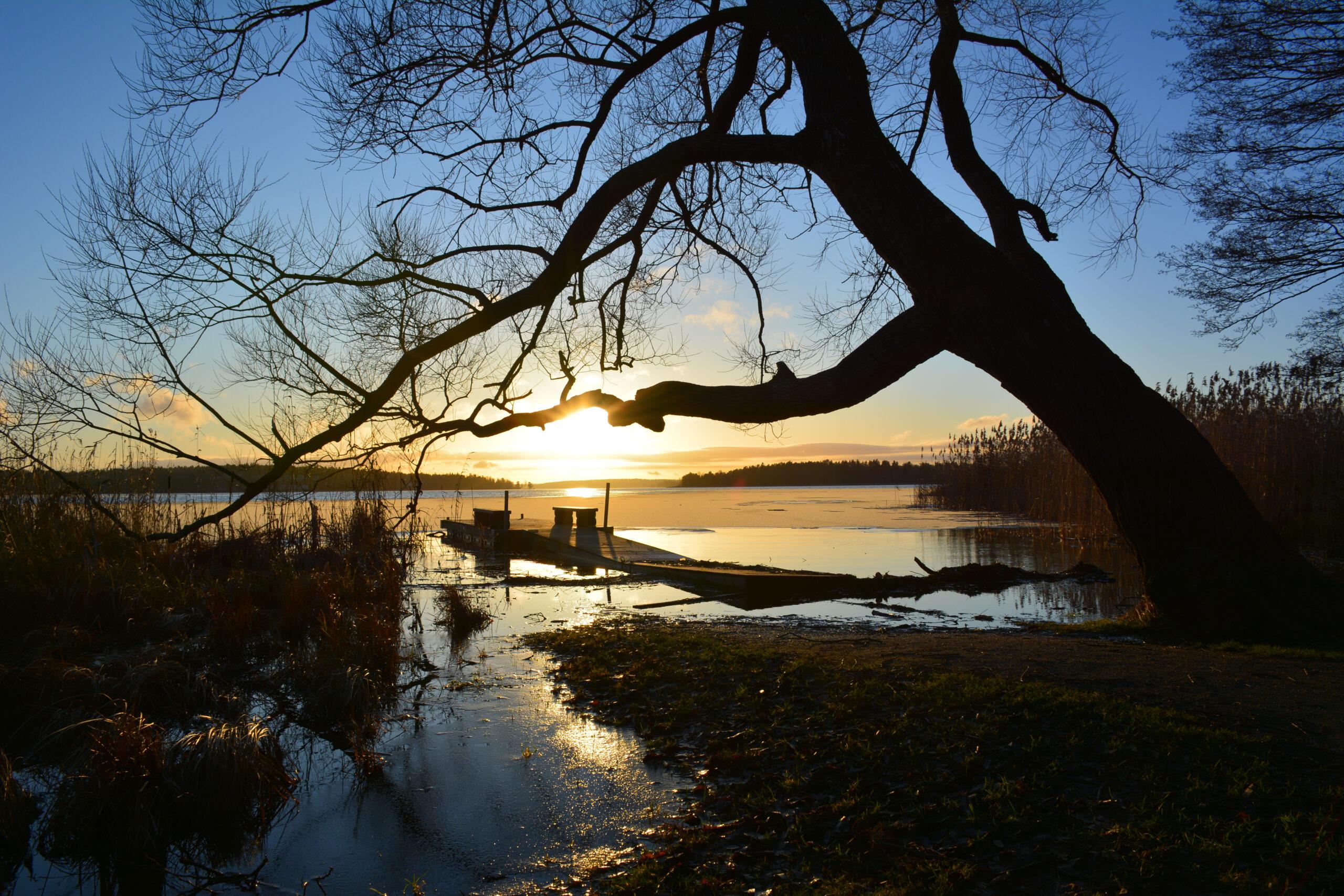 Solnedgång i Vallantunasjön